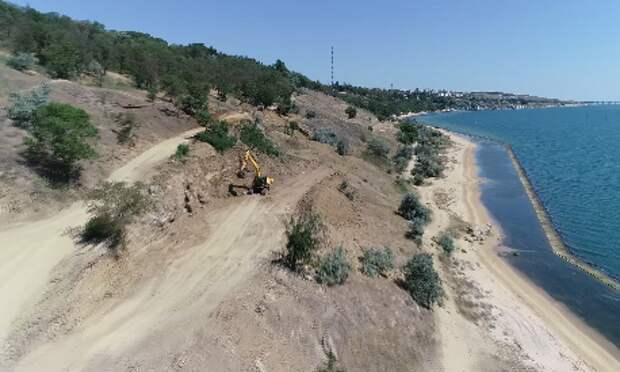 В Керчи начали укреплять берег моря в районе Аршинцево