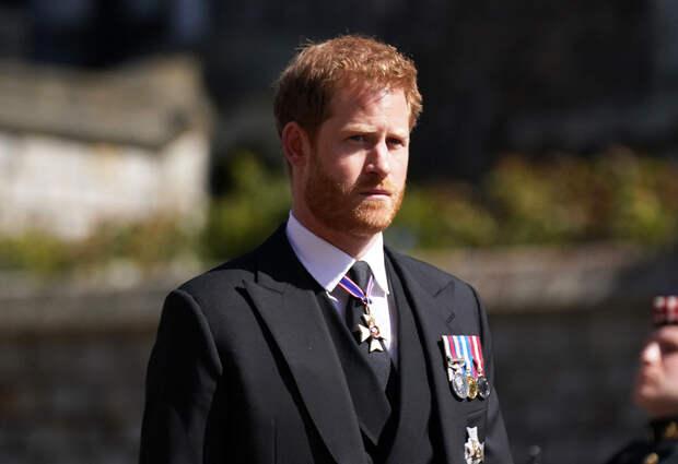 Принц Гарри не остался на День рождения королевы и улетел к Меган Маркл