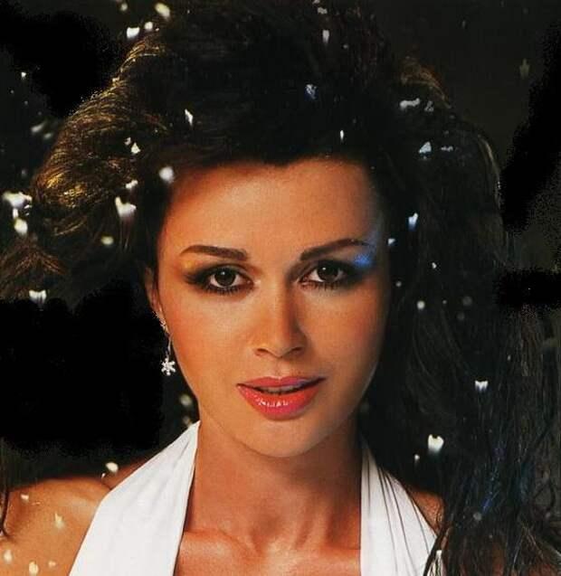 Зимняя Анастасия Заворотнюк.