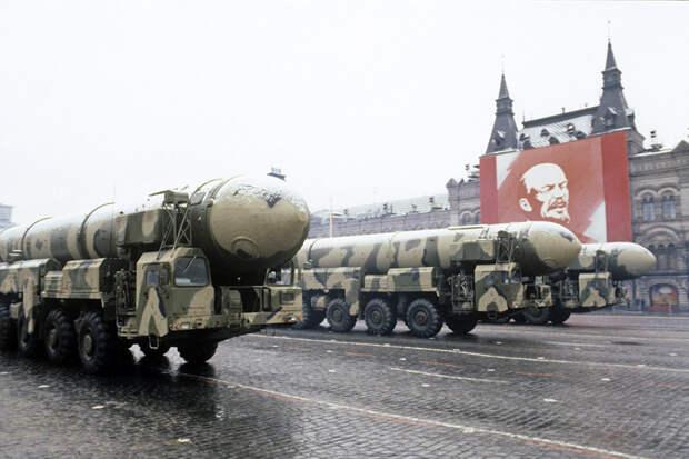 Последний парад Советской армии прошел на Красной площади 30 лет назад