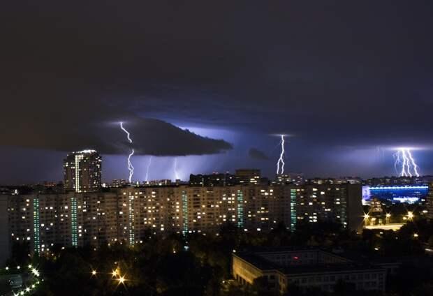 ⛈️ 7 эпичных фото и видео летних гроз в Москве
