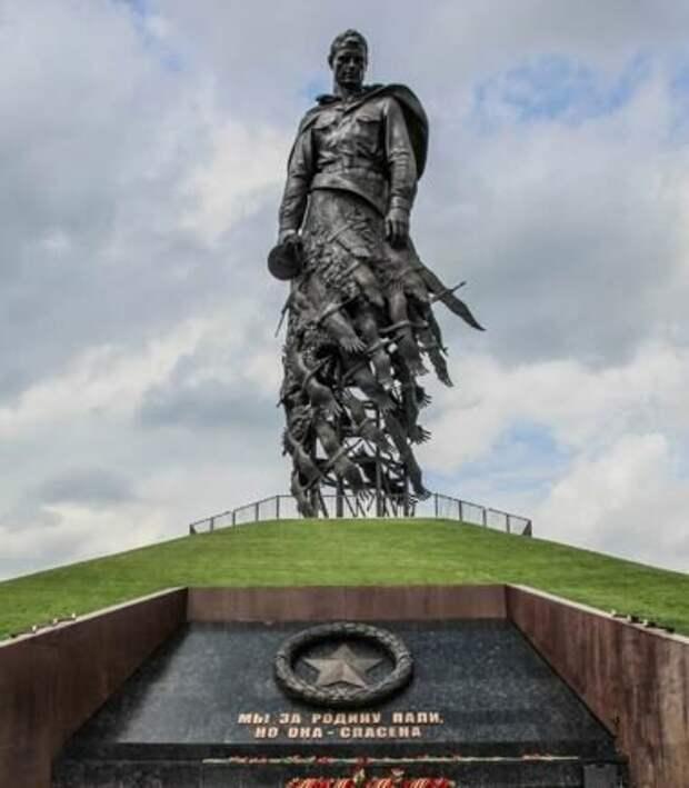 Памятник героям Великой Отечественной войны, можно отнести и героям современности. фото Яндекс картинки