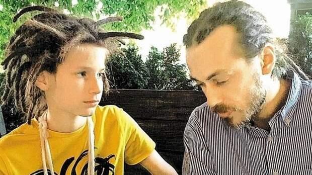 Отец Децла прослушал первый трек внука и рекомендовал ему оставить рэп