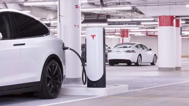 Илон Маск приостановил продажи электрокаров Tesla за биткоины