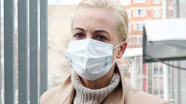 Навального отказываются госпитализировать без паспорта, заявила его жена