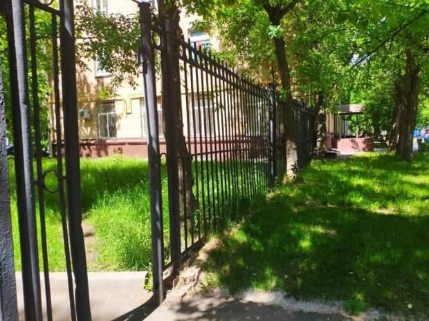 Ворота у дома на улице Расплетина починят до 25 июля