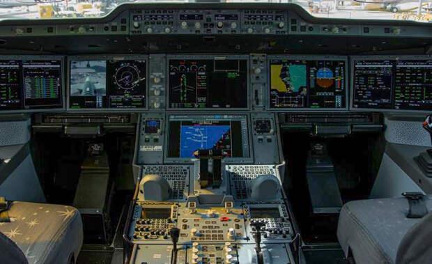 Airbus разработал чехол для центральной панели самолета A350. Он защитит ее от пролитого кофе
