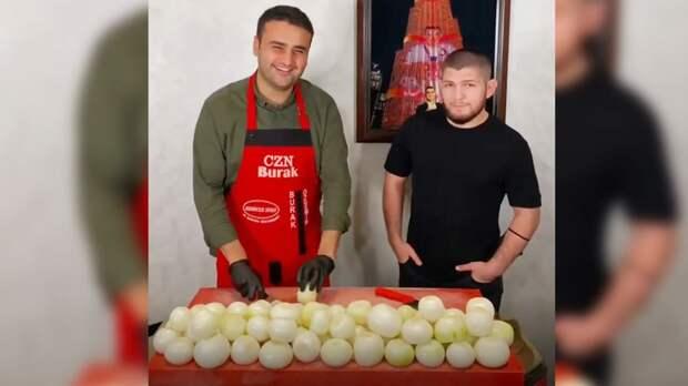 Хабиб посетил ресторан популярного улыбающегося повара
