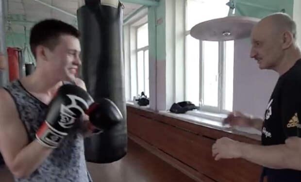 73 летний тренер против молодого боксера: спор на скорость