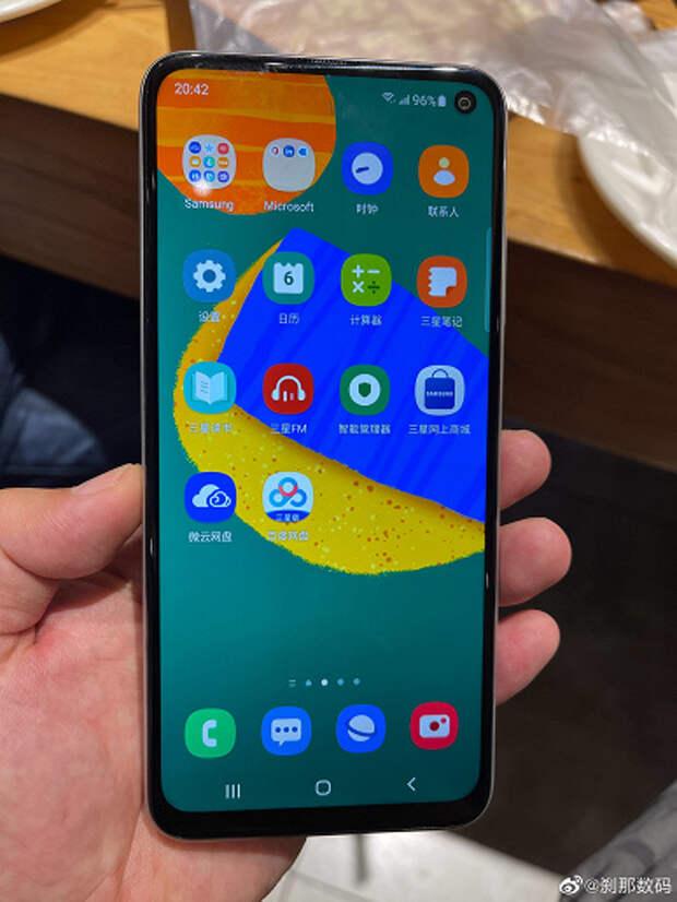 Почти как бестселлер Galaxy A52, но дешевле? Первые фотографии и параметры Samsung GalaxyF52 5G появились в Сети