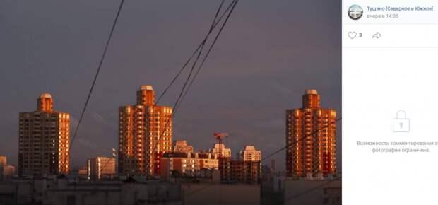 Фото дня: Тушинские «атланты» на фоне заката