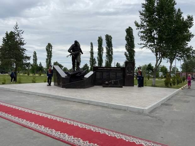 В парке Победы открыли памятник «Слава героям Росгвардии»