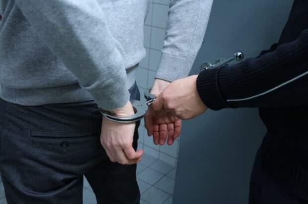 Брошенные жителем наркотики на Волжском подобрали полицейские
