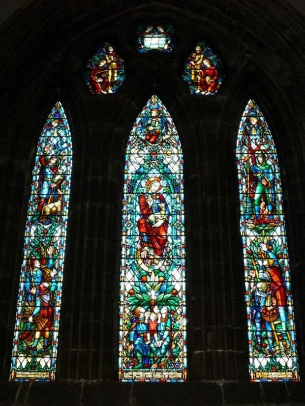 """Знаменитые витражи кафедрального собора Глазго изготовлены по эскизам Чарльза Олтемонта Дойла, отца создателя """"Шерлока Холмса""""."""