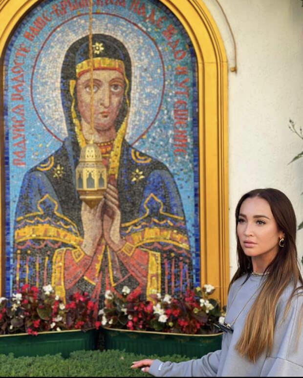 Бузову раскритиковали за фото в симферопольском монастыре