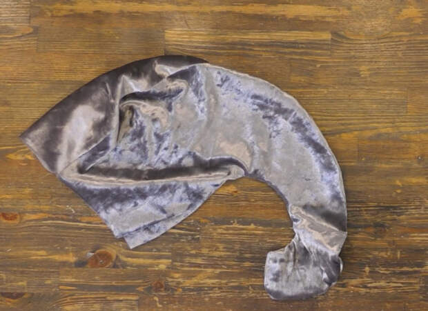 Декор в стиле сканди. Голова слона на стене в винтажной раме