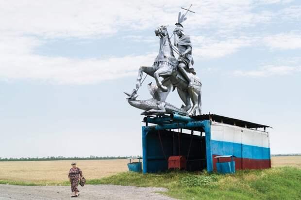 6 сюрреалистичных фото советских автобусных остановок