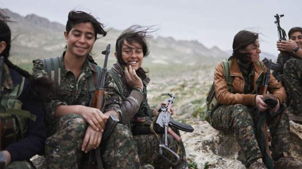 Женские отряды курдской обороны Курдские отряды милиции YPJ были сформированы в 2012 году, как часть сопротивления наступающим силам ИГИЛ. Они уже прошли множество жесточайших испытаний, которые даже не могут себе представить воины других армий. Кроме того, эти отряды имеют большое психологическое давление на бойцов ISIS — те считают, что вход в рай закрыт убитому женщиной солдату.