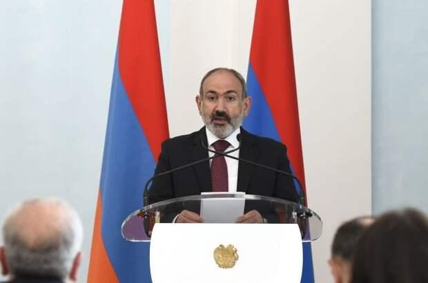 Пашинян отправил в отставку трех замглавы МИД Армении