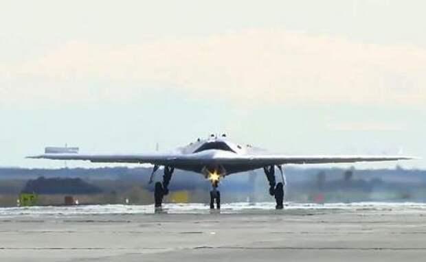 """На фото: беспилотный летательный аппарат """"Охотник"""""""