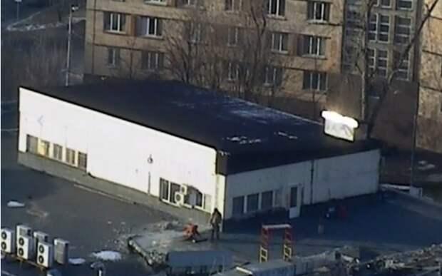 С крыши ресторана в Алексеевском снесли нелегальную веранду