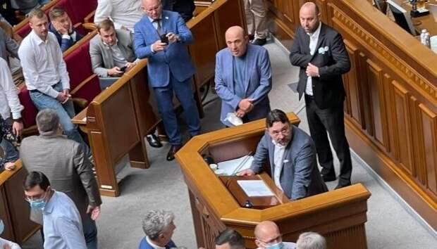 Советник Зеленского призвал расстрелять оппозицию