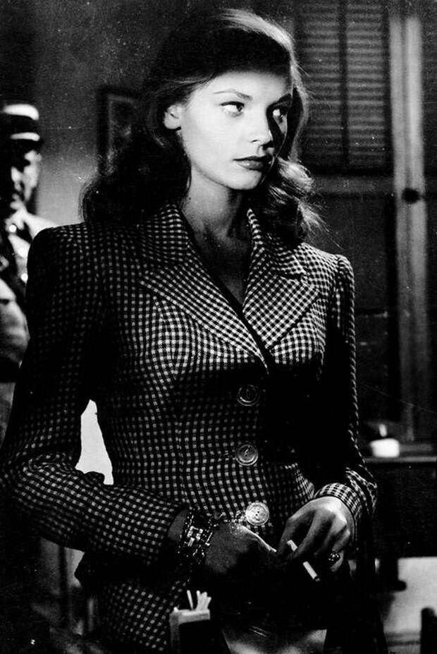 """Хамфри Богарт и Лорен Бэколл в фильме """"Иметь и не иметь"""", 1944 год."""