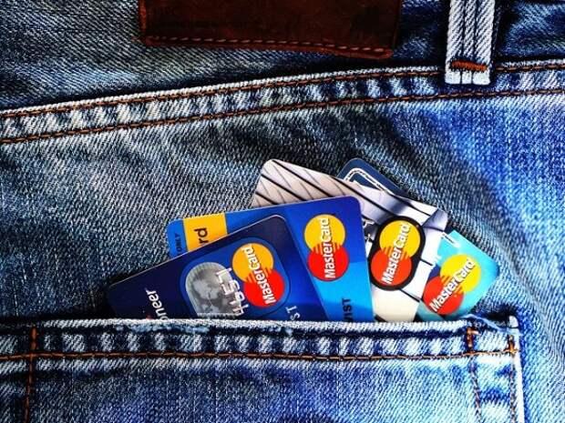 В России за апрель заметно сократились выдачи кредитных карт