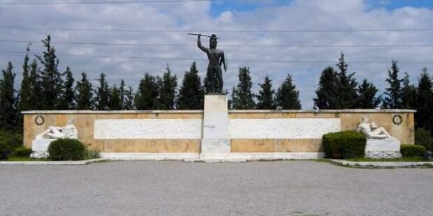 Монумент греческим воинам, павшим в Фермопилах