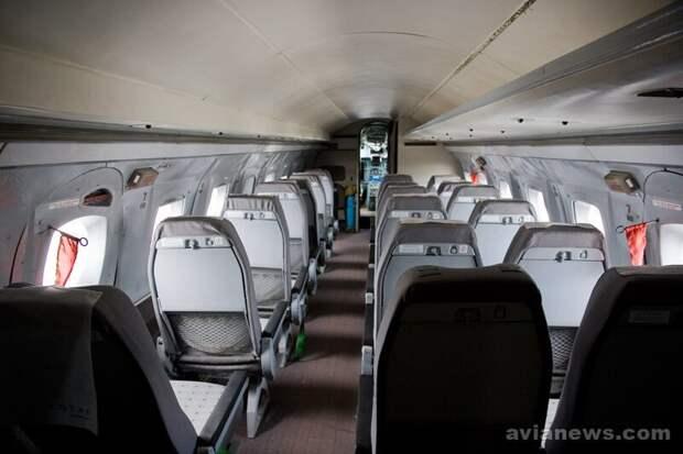 Благодаря чему 420(!) самолетов Як-40 снова смогут летать самолет, факты, як-40