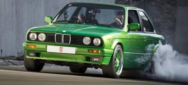 Тюнингованный BMW 3-Series E30.