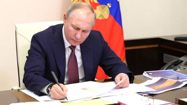 Гинцбург назвал высоким уровень защиты Путина от коронавируса после вакцинации