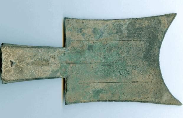 Лопатообразные деньги династии Чжоу.