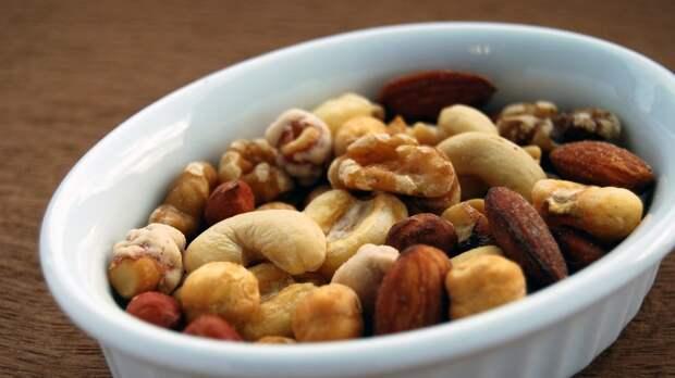 Семена и орехи могут продлить молодость