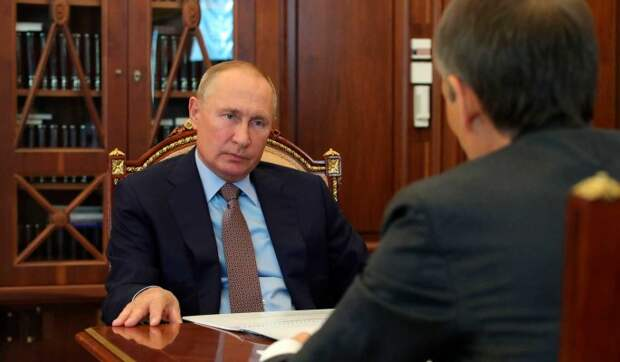 Песков объяснил появление Путина на людях без маски