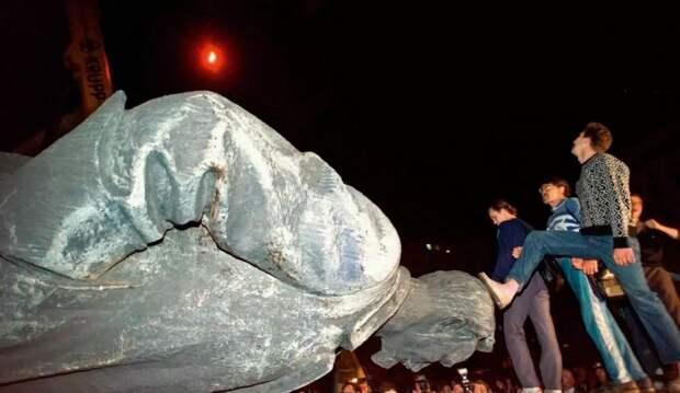 Снос памятника Дзержинскому признан незаконным: первый шаг из «святых девяностых»?