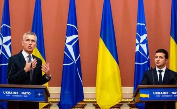 На фото: генсек НАТО Йенс Столтенберг и президент Украины Владимир Зеленский(слева направо)