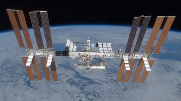 """Российские космонавты впервые открыли люк модуля """"Наука"""" на МКС"""