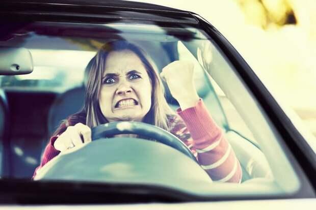 В Британии теперь штрафуют за громкую музыку в машине. Сумма - это жесть