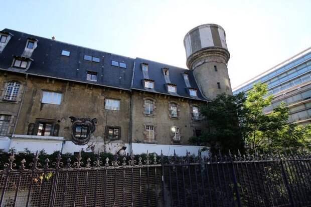 Секретный Дворец китча в Париже.