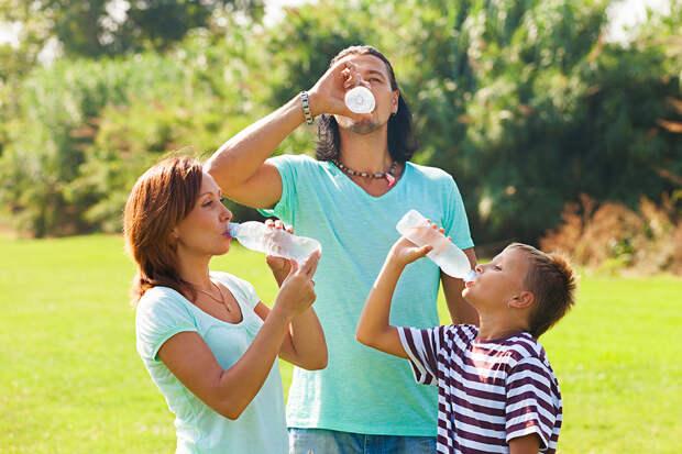 Медик развеял мифы о пользе воды для организма