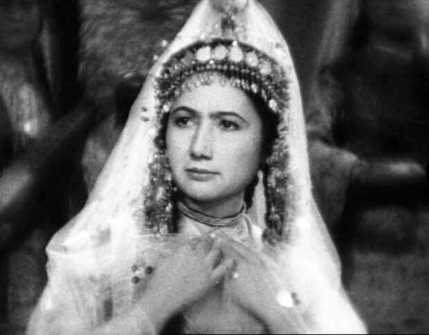 Виражи судьбы Зибы Ганиевой: актриса, которая уничтожила 130 фашистов и стала доктором востоковедения