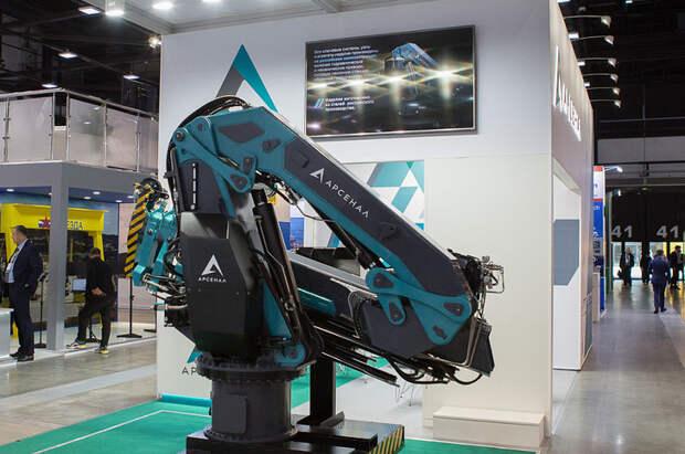 Машиностроительный завод из Санкт-Петербурга выпустил новый судовой кран-манипулятор