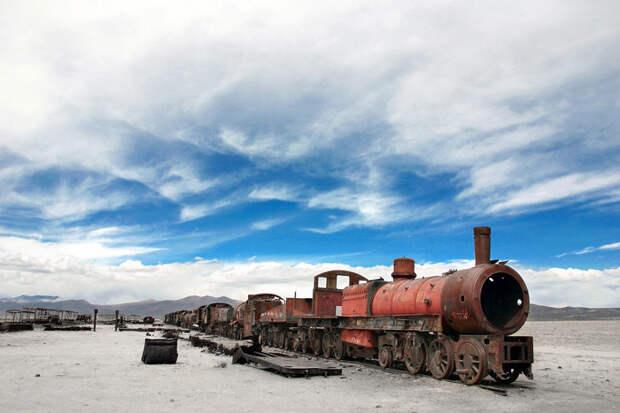 Брошенный поезд в окрестностях солончаков Уюни, Боливия красота, путешествия, фото