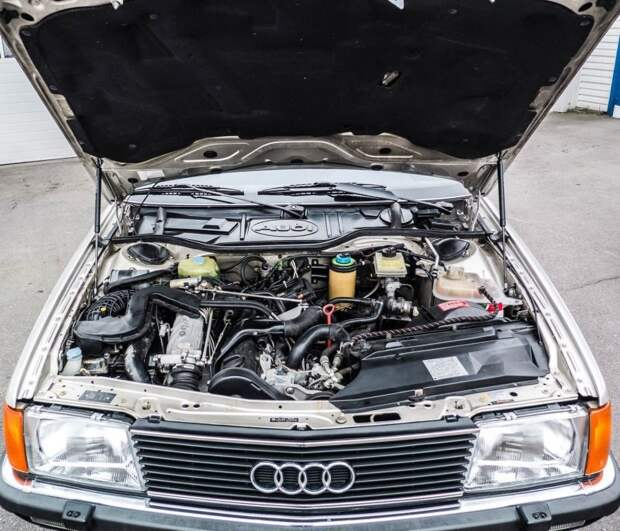 Под капотом — рядная турбированная пятёрка на 2.2 литра audi, audi 100, авто, автомобили, найдено на ebay, ретро авто, сигара, янгтаймер