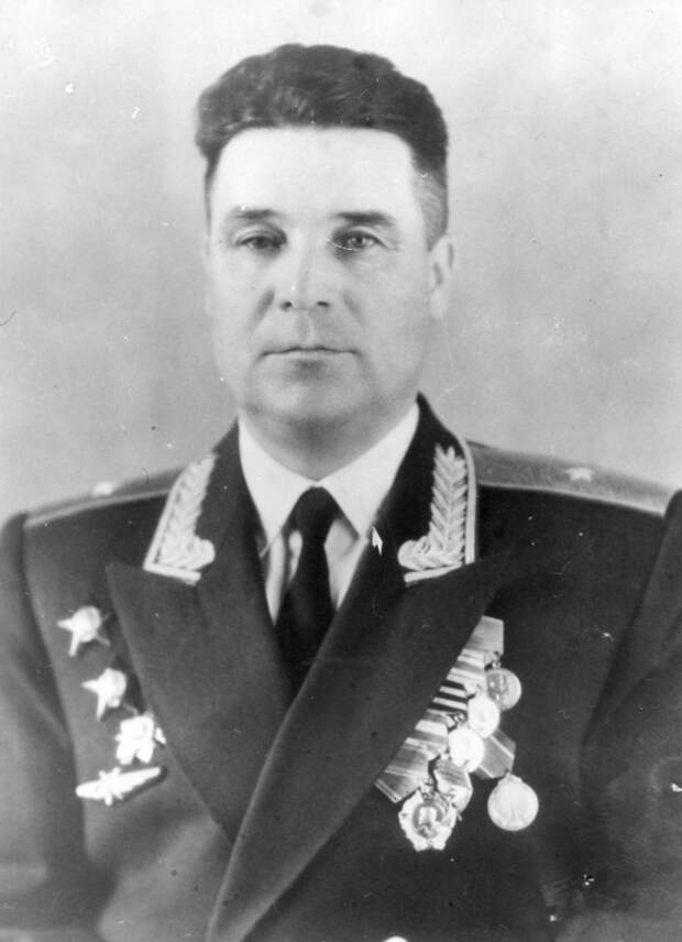 Генерал-майор Фролов Борис Иванович: комполка трассы Аляска-Сибирь