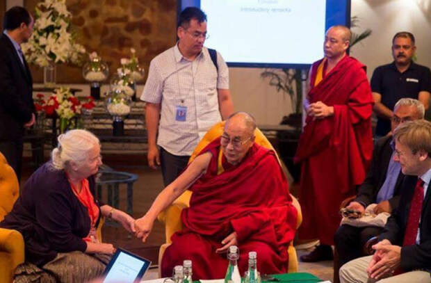 «Эгоцентризм порождает насилие» - 5 мыслей Далай-ламы о проблемах человечества
