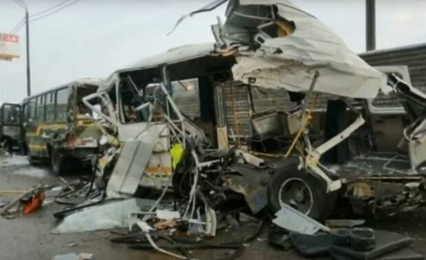 Арестован водитель грузовика въехавшего в автоколонну с военными