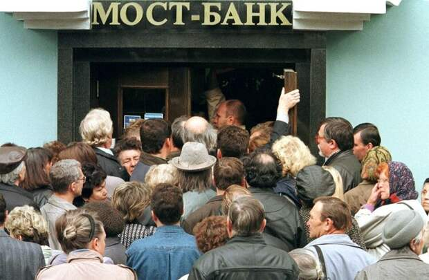 Muscovites try to get into a bank to withdraw their savings in central Moscow September 3. Acting Pr..
