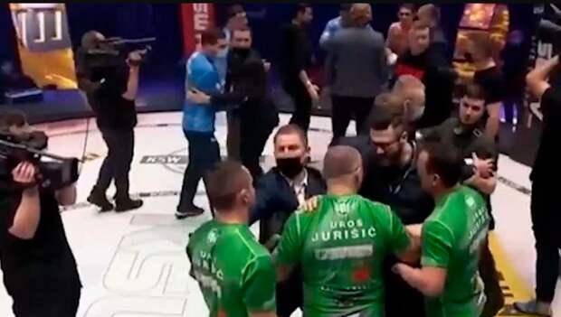 Бой россиянина и словенца на турнире MMA в Польше завершился массовой дракой